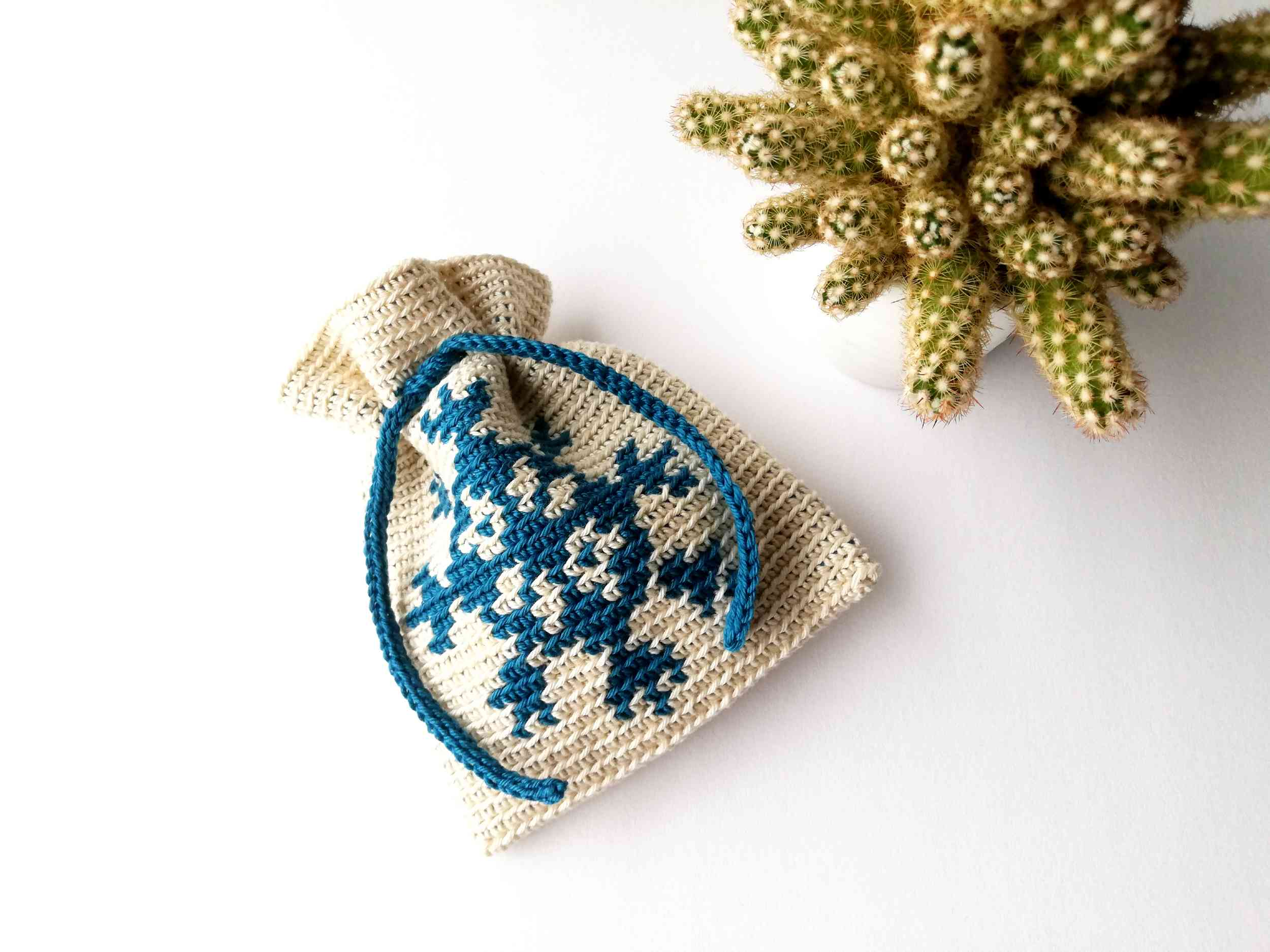 "Tapestry crochet drawstring bag ""Snowflake"""