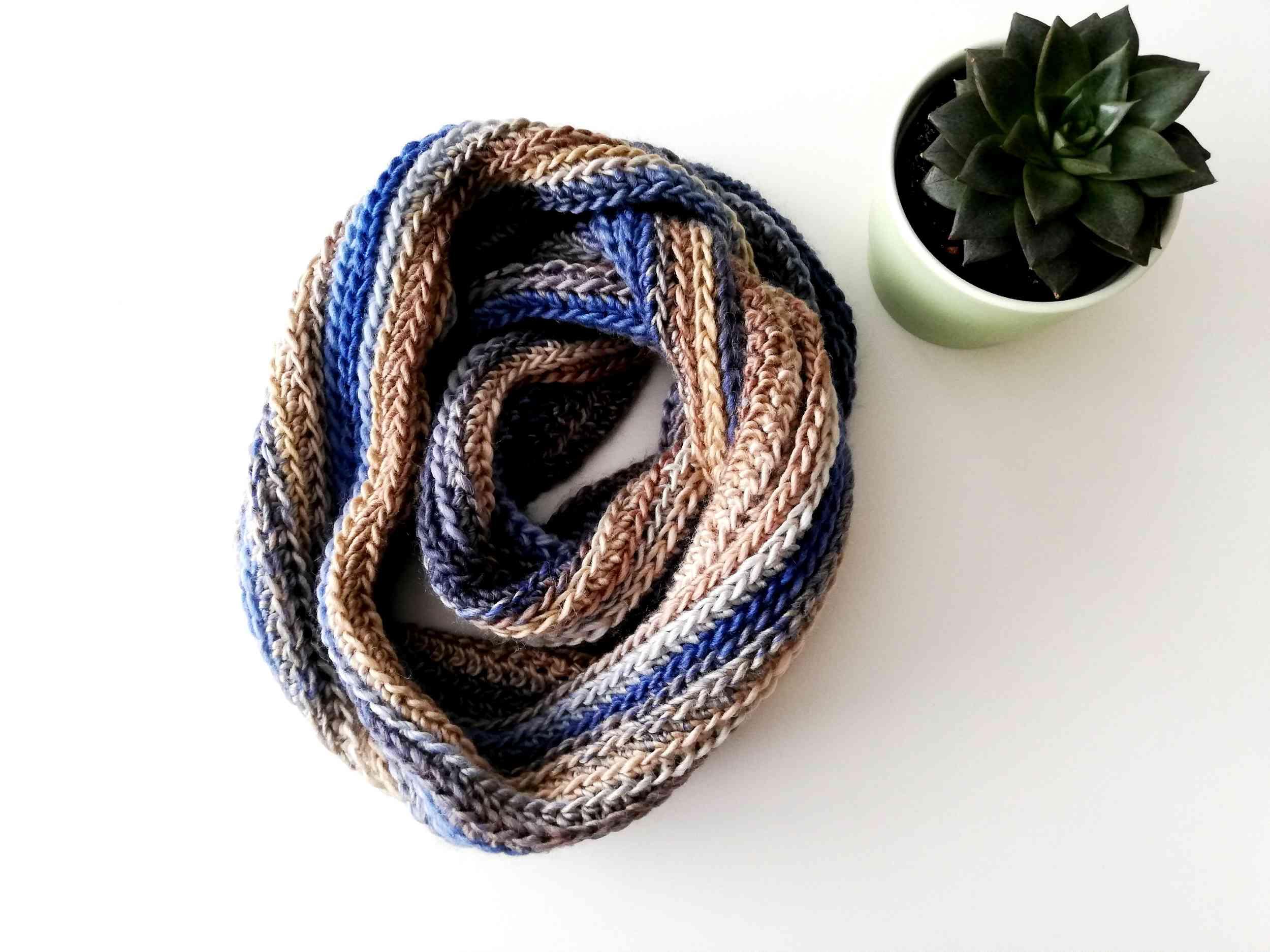 Crochet infinity scarf Calypso