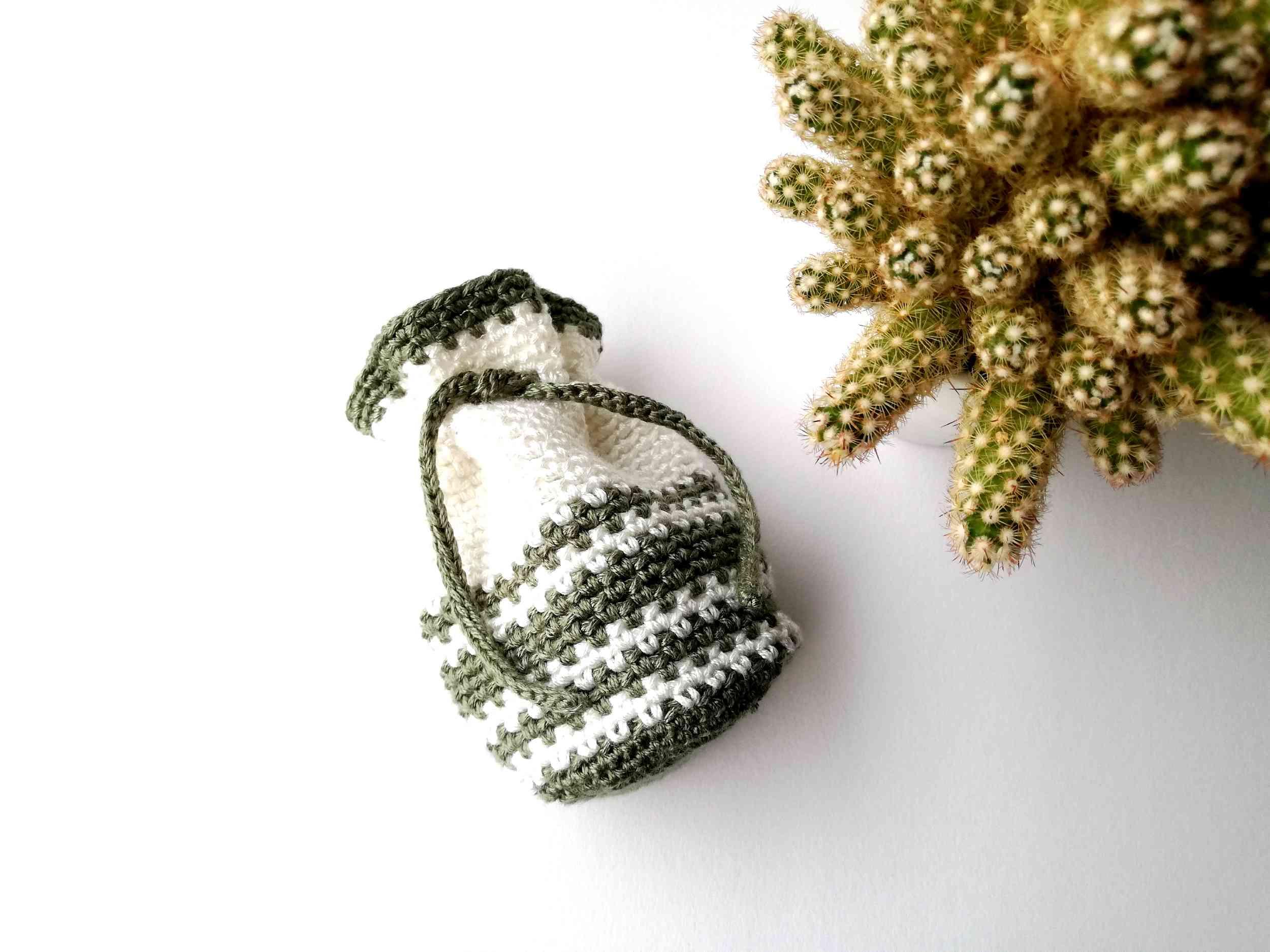Moss stitch crochet drawstring bag