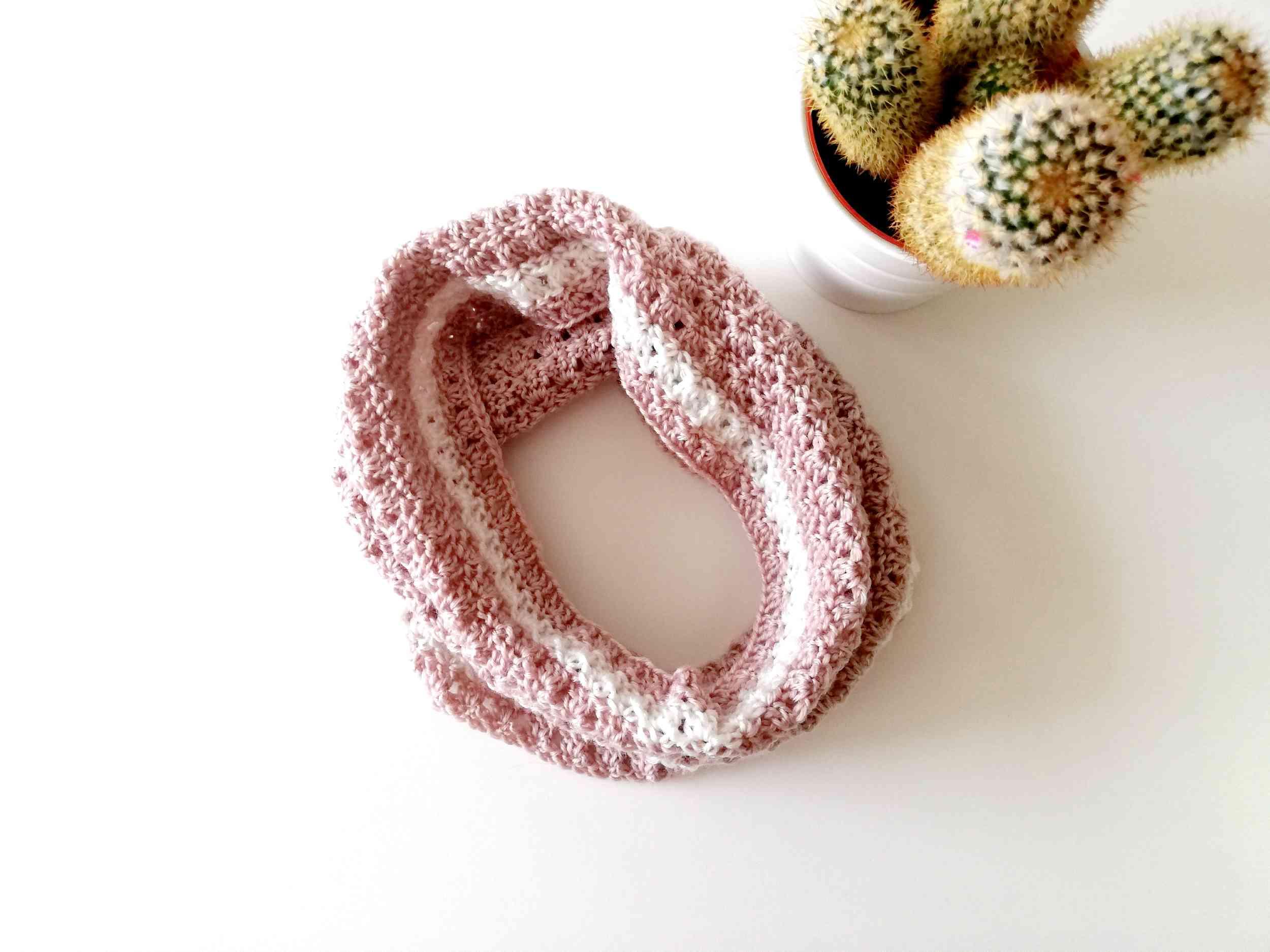 Crochet cowl Primrose
