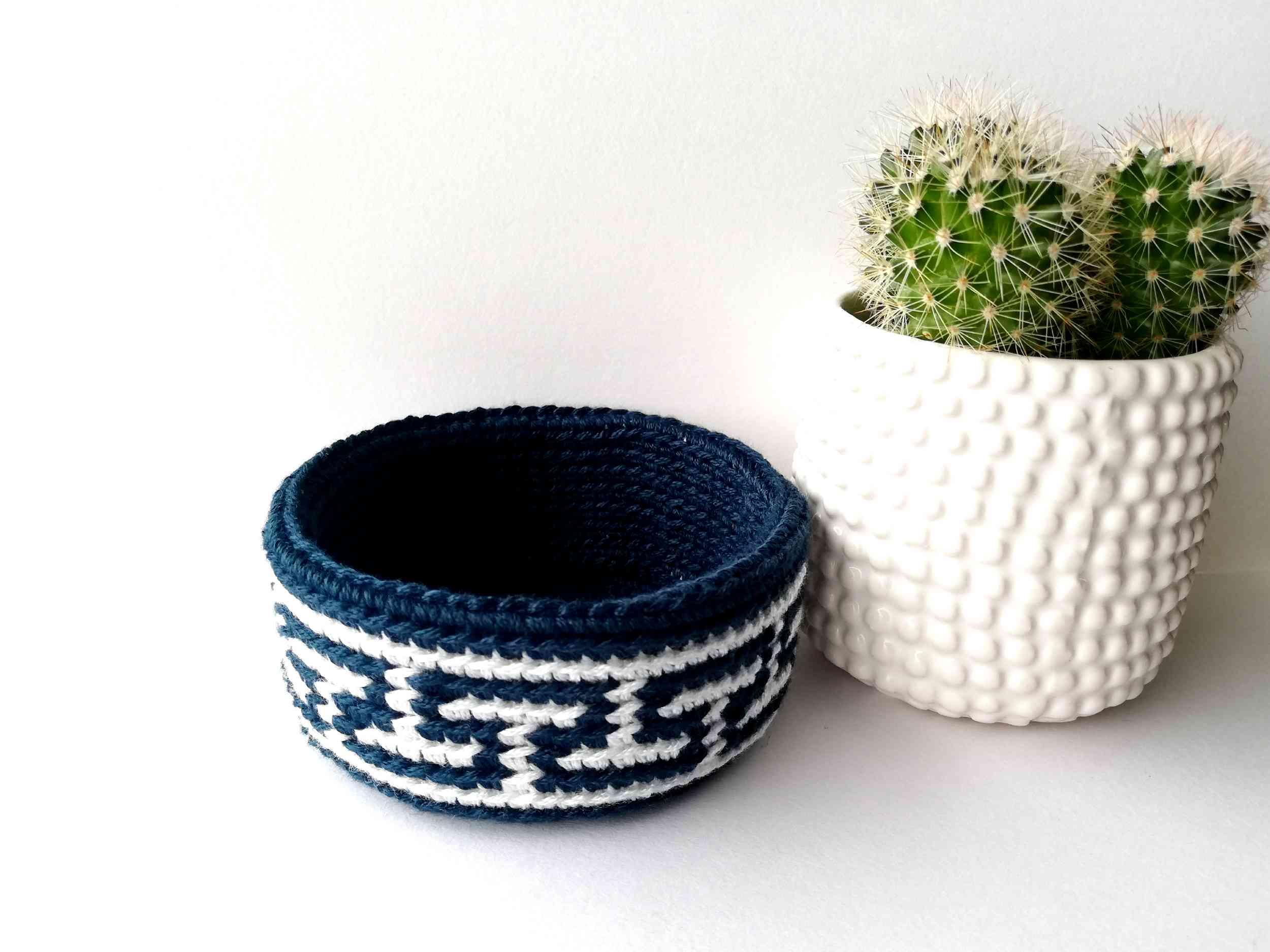 Tapestry crochet basket Meander